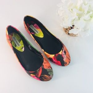 """Floral flats by SteveMadden Size 7.5"""" M"""